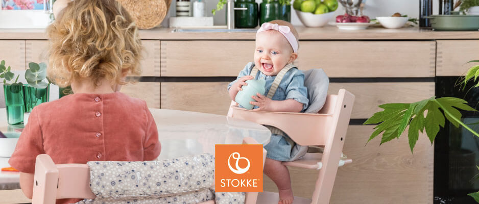 Two babies sitting on Stokke Tripp Trapp highchairs