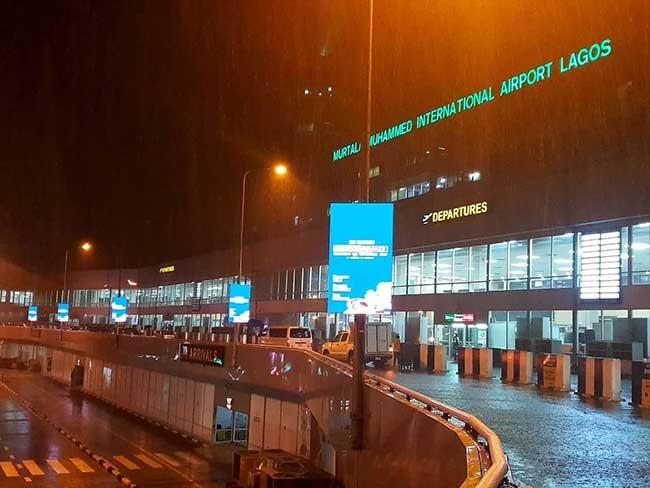 尼日利亚拉各斯机场灯杆信息屏